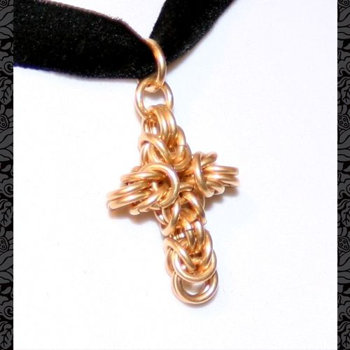*Kleines Kreuz aus vergoldeten Ringen.*      +Die Ringe sind 14K Gold mit einem Messing Kern, welcher die Stabilität garantiert. Es handelt sich nicht