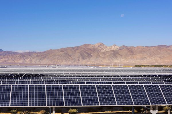 In What Is Being Billed As A Record Low Price For Utility Scale Solar Power In California The New 155 Megawatt Springbok 2 S Solar Renewable Energy Solar Farm