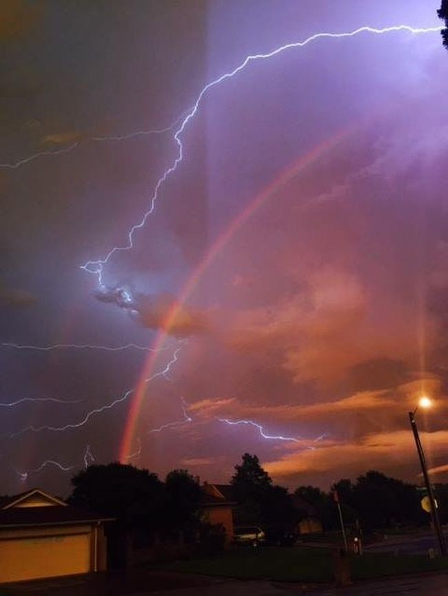 21 Wtf Pics During And After Natural Disasters In 2020 With Images Sky Aesthetic Lightning Photography Beautiful Sky