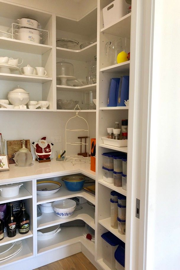45 awesome pantry shelving organized ideas to create the perfect one 11 » AERO.DREAMS #pantryorganization #pantryideas #kitchenstorage #pantryshelving