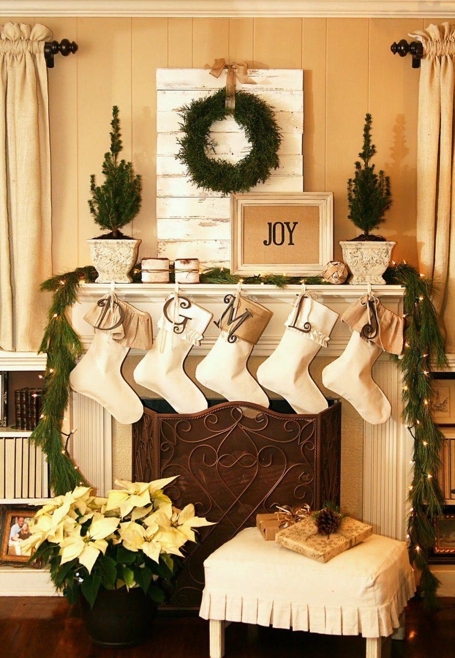 country christmas mantel 31 best christmas mantel decorating ideas for 2013 - Country Christmas Mantel Decorating Ideas