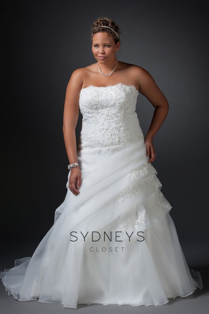 This stunning #plussize #Wedding Dress from Sydney\'s Closet is one ...