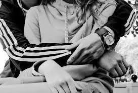 Resultado de imagen para novios abrazados de espaldas tumblr