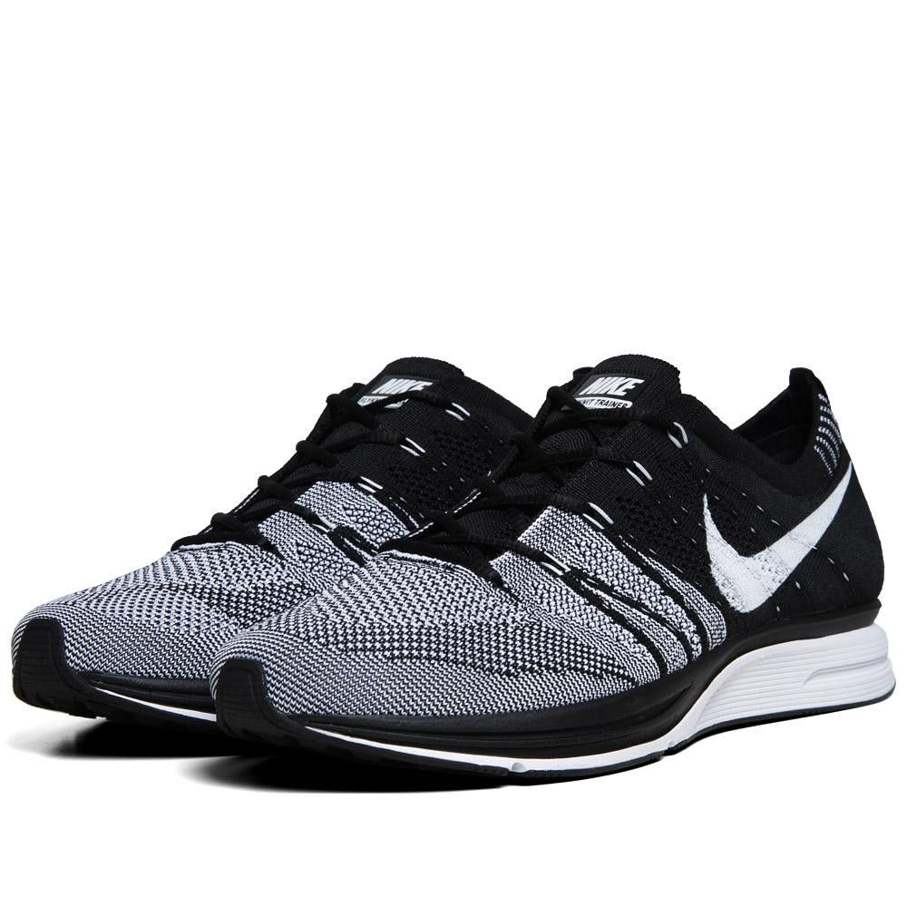 black and white nike flyknit