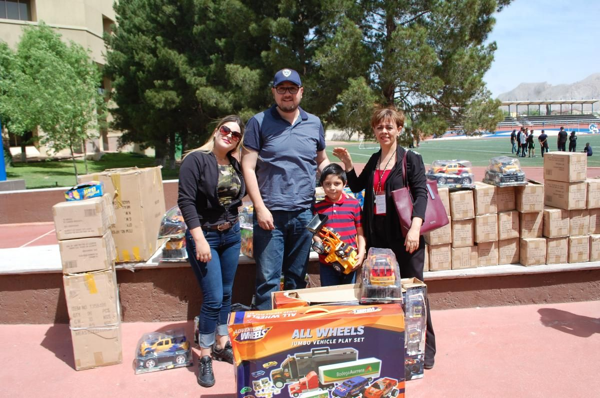 A través de la DSPM dona Municipio de Chihuahua más de 600 juguetes a AMANC | El Puntero