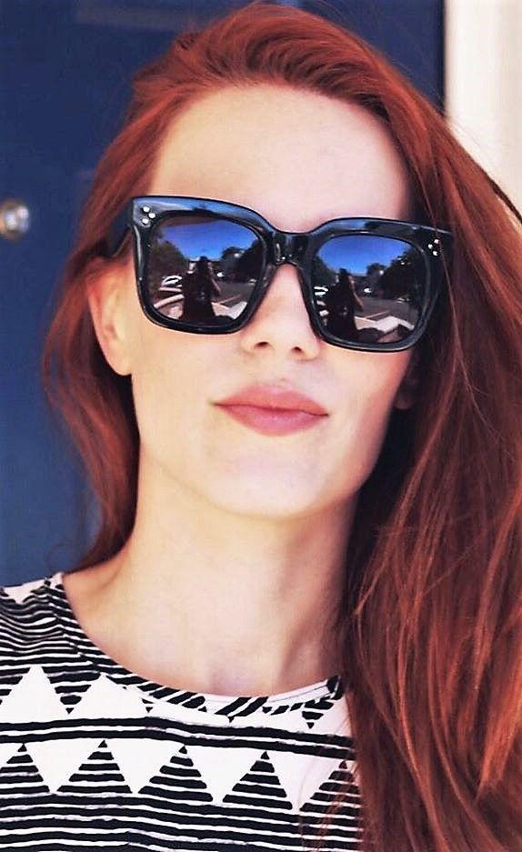 1f13384ef028 The bold and trendy Tilda sunnies from Celine <3 Pic | @smoonstyle Sunnies  | @celine.world | CL 41076/S Tilda 807/BN