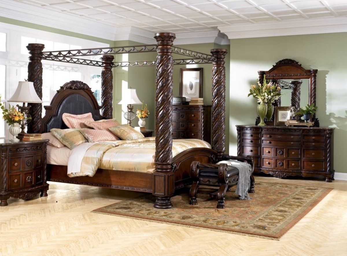 Good Mid Century King Size Bedroom Sets With 4 Big Pillars Curved Dark Brown  Wooden Bed, Antique Large Size Curved Wooden Dresser, And Multifunction  Drawer Chest Nice Design