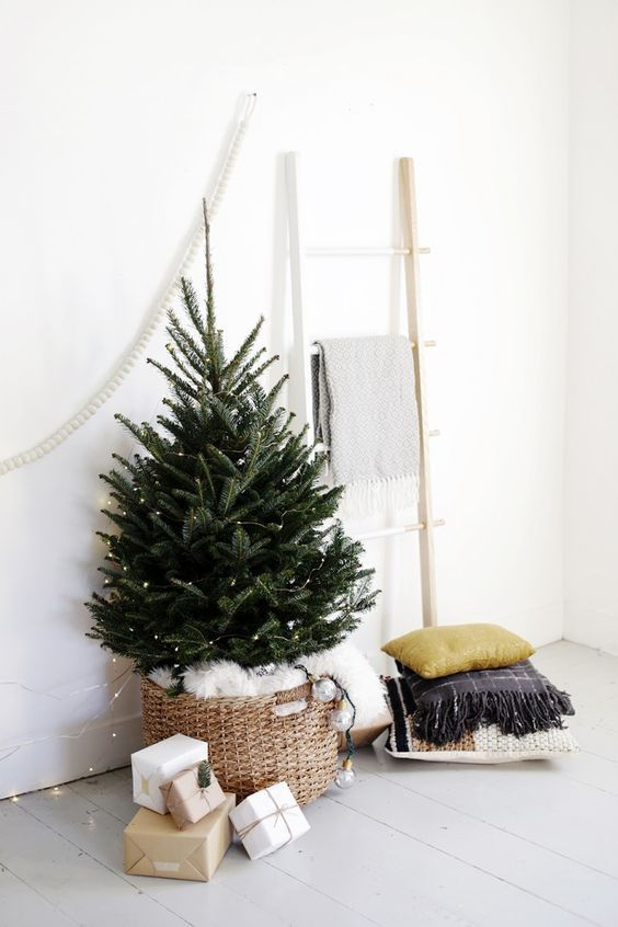 Simple Christmas Tree Display Simple christmas, Scandi chic and