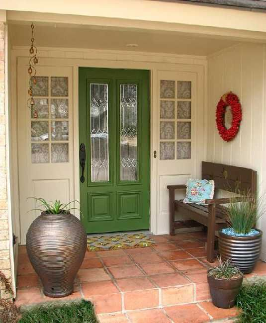 Feng Shui Hauseingang exterior wood door decorating with paint to personalize house design