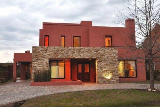 Fachadas de color bordo claro ideas pinturas de casas for Pintura para fachadas de casas modernas