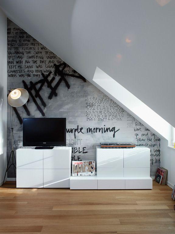 pour une chambre dado un mur avec des tags en papier peint ou en peinture tableau