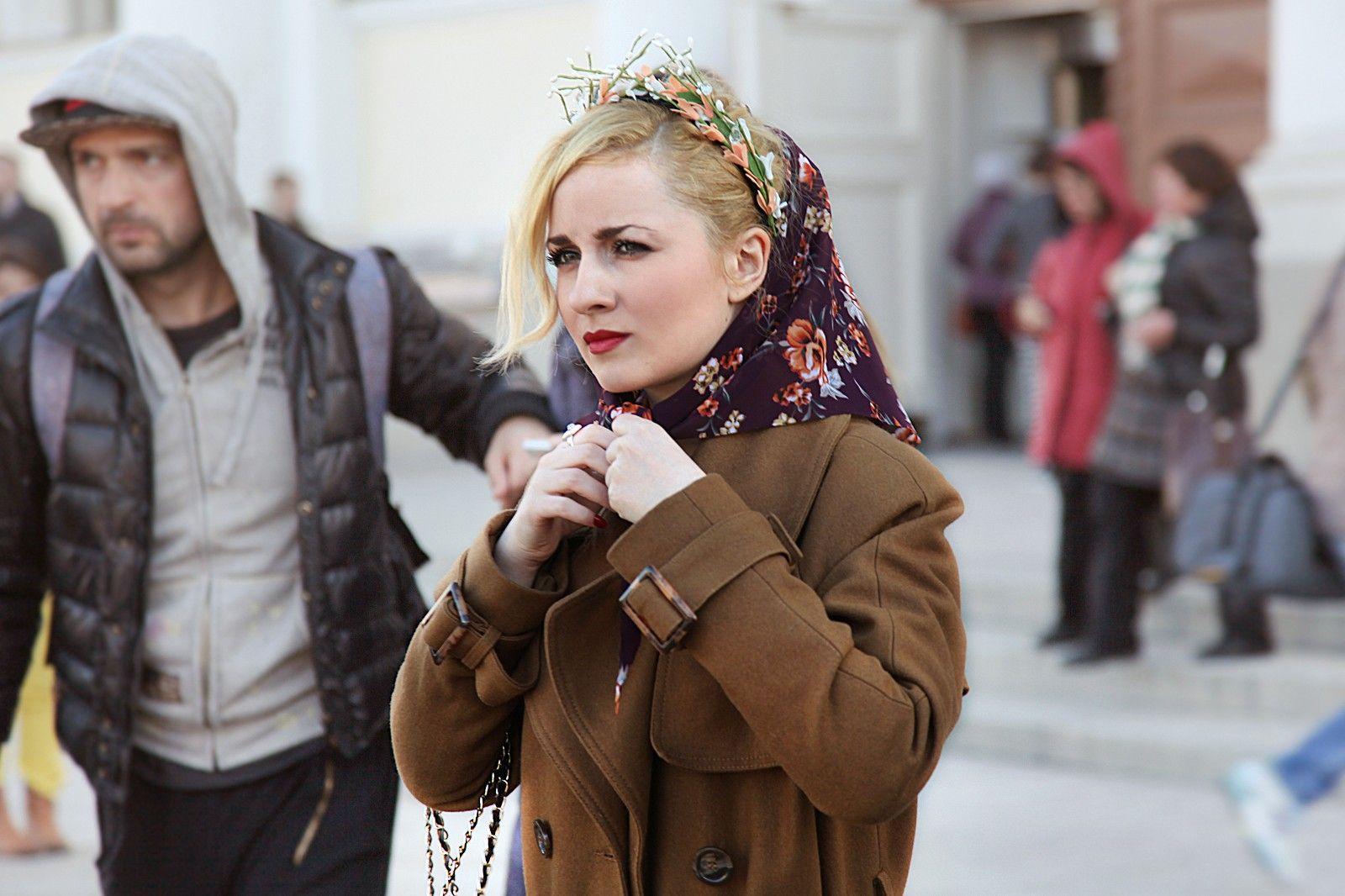 A kerchief and flower crown? Swoon. #refinery29 http://www.refinery29.com/russian-street-style#slide-11