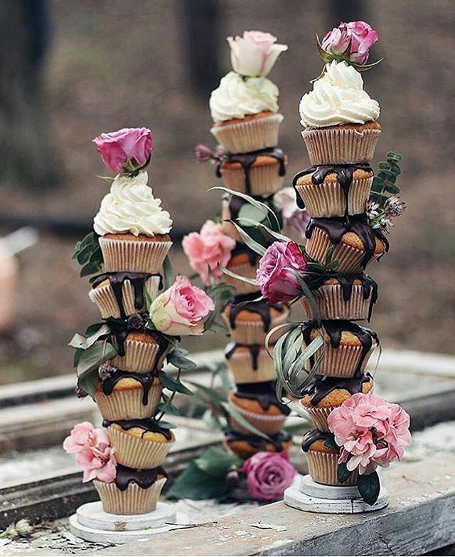 Isn't this an amazing way to present cupcakes? Totally different!  Regram from @fotusmagazine  #weddinginspiration  #weddingideas  #cupcakes  #foodstagram #cupcakes #chocolatecupcake  #huffposttaste #huffingtonpost #buzzfeast #cupcakestagram  #thekitchn #cupcakestagram  #foodwinewomen #foodstyling #foodporn #food52 #f52grams #cupcaketower #beautifulcuisines #feedfeed #sweettooth #bhgfood #foodgawker #tastespotting #marthabakes #instacupcakes  #cupcakestand #wiltoncakes  #cupcakesdaily…