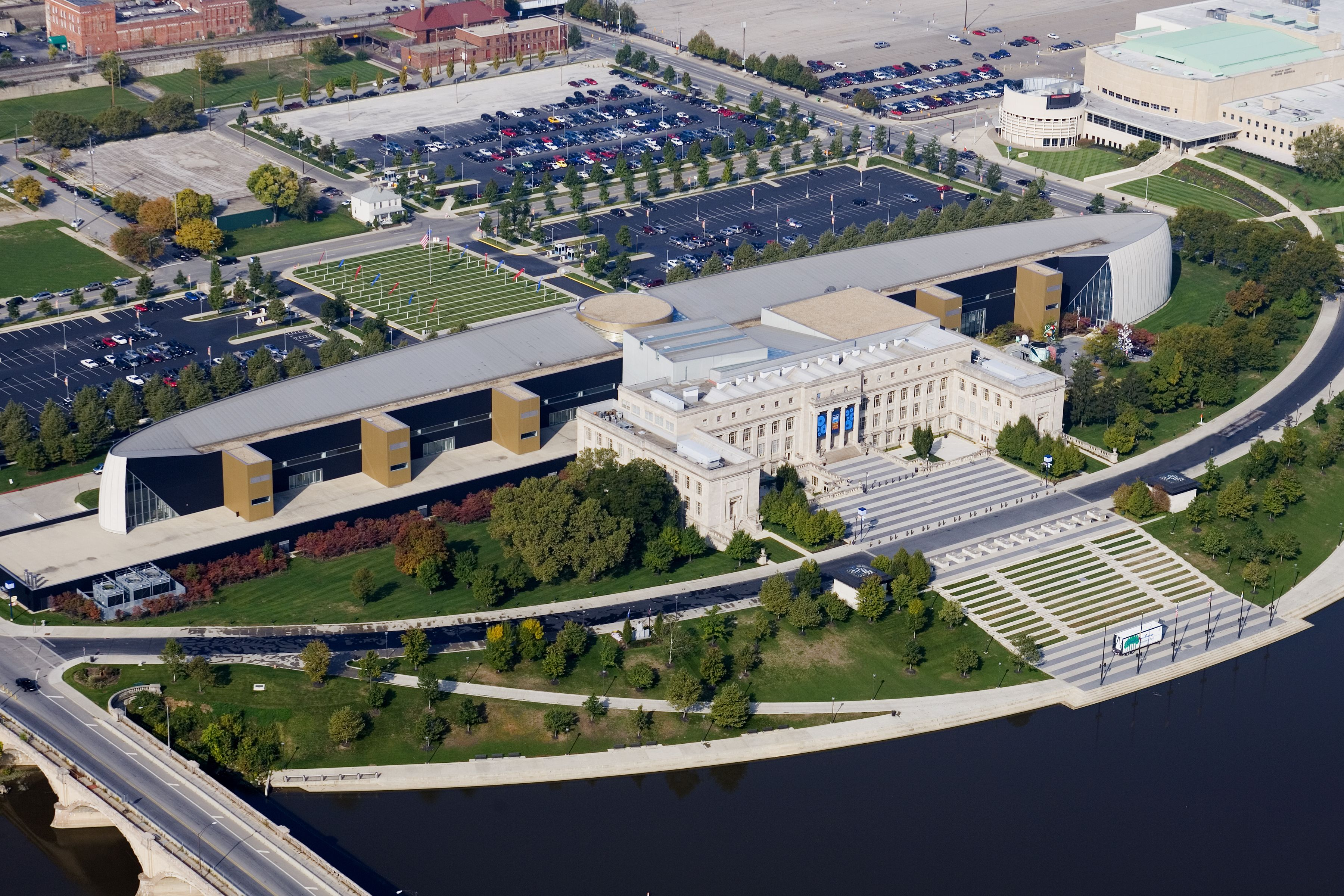 Cosi Central High School Columbus Ohio Columbus Ohio Ohio History Architecture