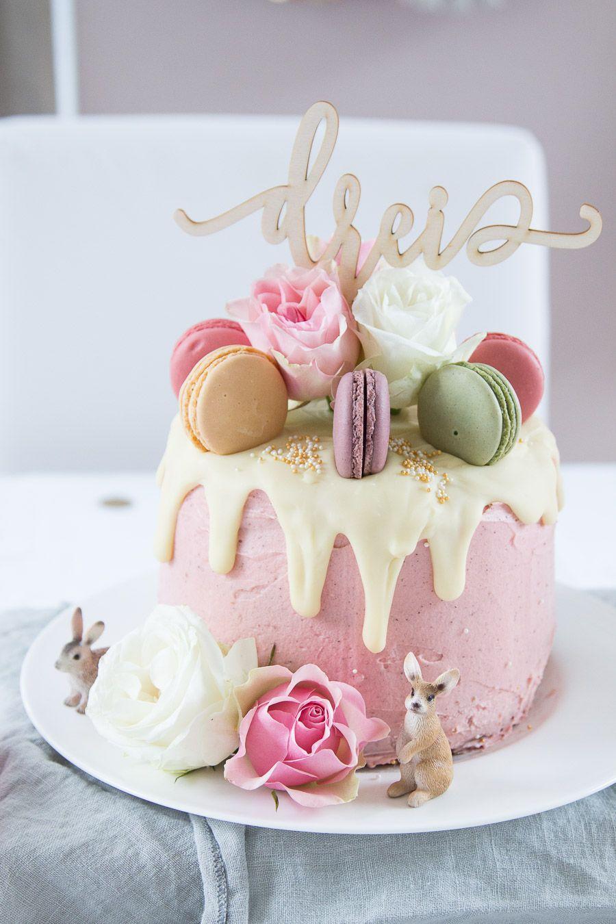 """I did it! Ich habe für Valerie's 3. Geburtstag eine Torte gebacken! Eine Geburtstagstorte mit Rosen und Makronen! Ihr habt sie wahrscheinlich schon im letzten Post """"Valeries 3. Geburtst… #apfelrosenmuffins"""