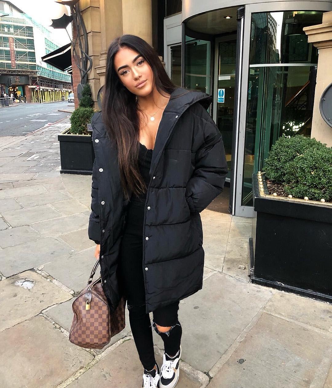 """b8212f6c6d Roxana Rosu on Instagram: """"Day out in Leeeeeeeds wearing @boohoo coat 😇  #doyourthing #ad"""""""