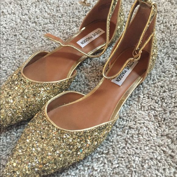 Stunning Steve Madden Flats NWOT. Never worn! These shoes are gorgeous and can be dressed up or down! Steve Madden Shoes Flats & Loafers