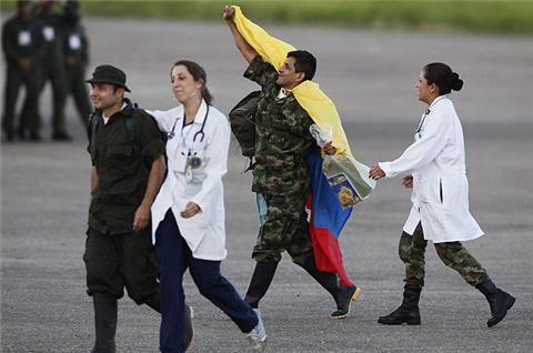 Four soldiers and six police officers arrive in Bogota after more than a decade in captivity.