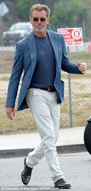Salma Hayek Ensures Pierce Brosnan S Full Attention In Push Up Bra Mens Casual Outfits Clothes For Men Over 50 Older Mens Fashion