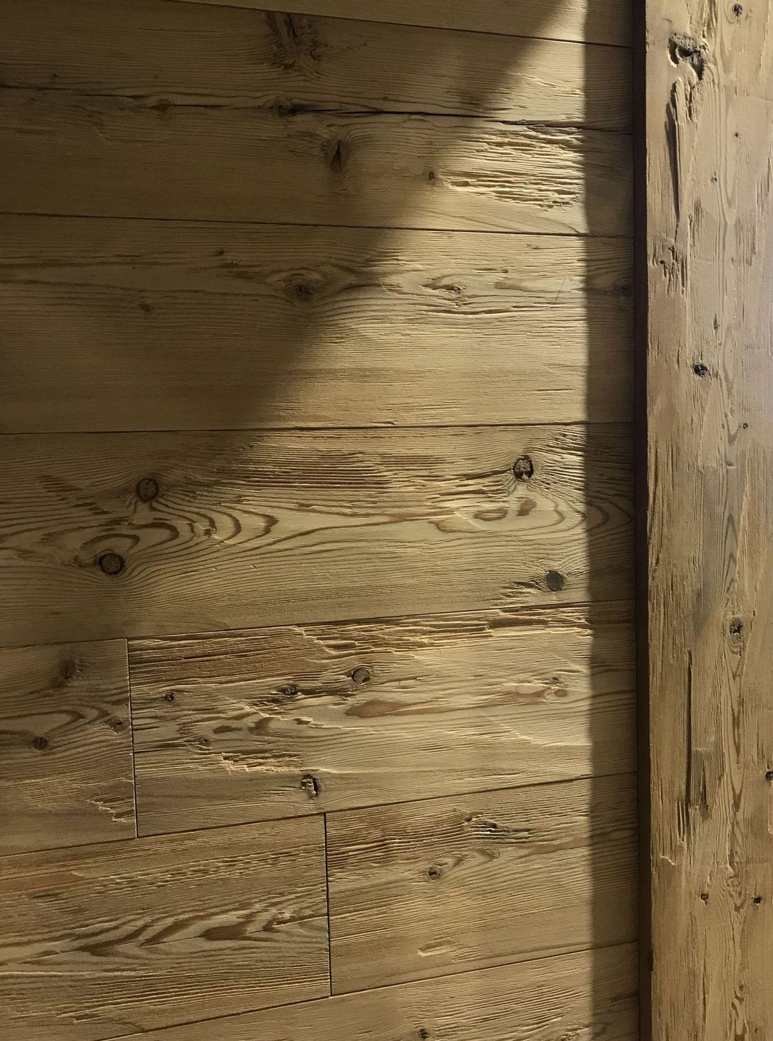 Rustikale Wandverkleidung Larche Gedampft Gehackt Geburstet Vintage Holz In 2020 Altholz Wandverkleidung Wandverkleidung Altholz