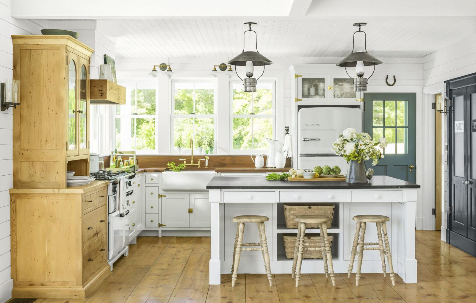 Our Favorite Farmhouse Decor Ideas For Your Dream Country Home Country Kitchen Designs Rustic Kitchen Farmhouse Kitchen Design