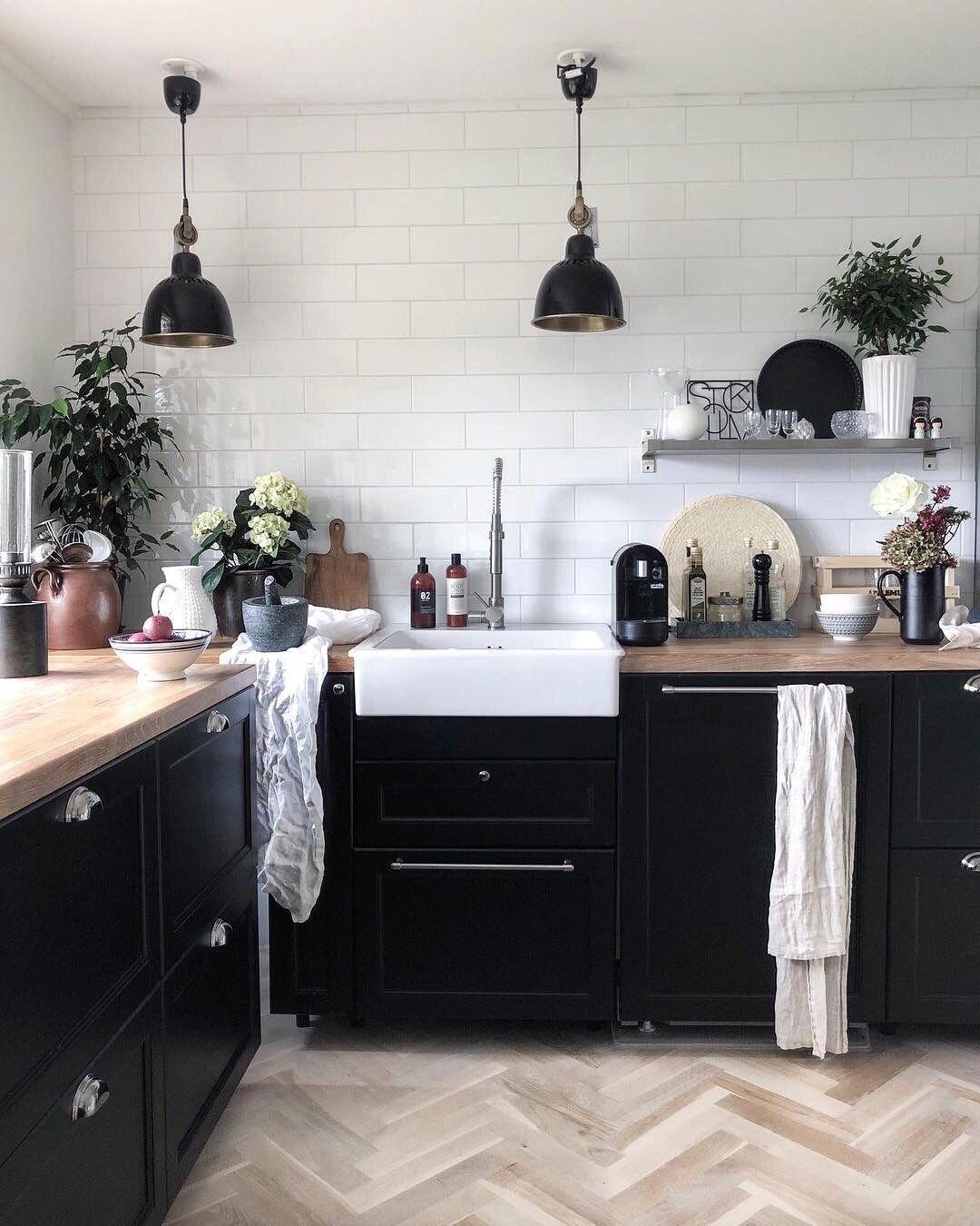 Scandi Style Kitchen With Black Cabinets Kitchencabinets In 2020 Scandinavian Interior Kitchen Kitchen Interior Kitchen Design