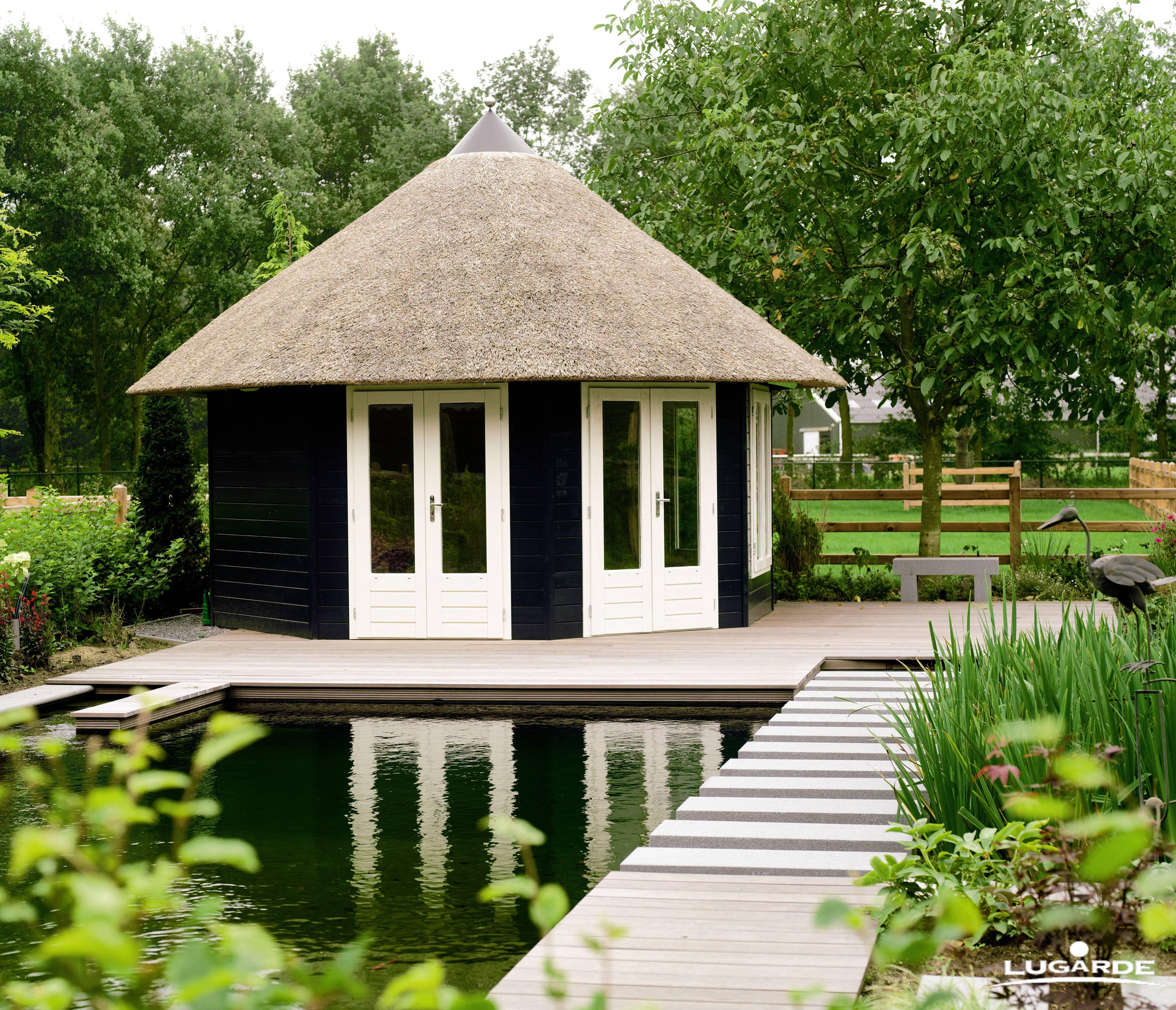 Ein Hauch von Asien in Ihrem Garten. Doch das Reetdach erinnert an ...