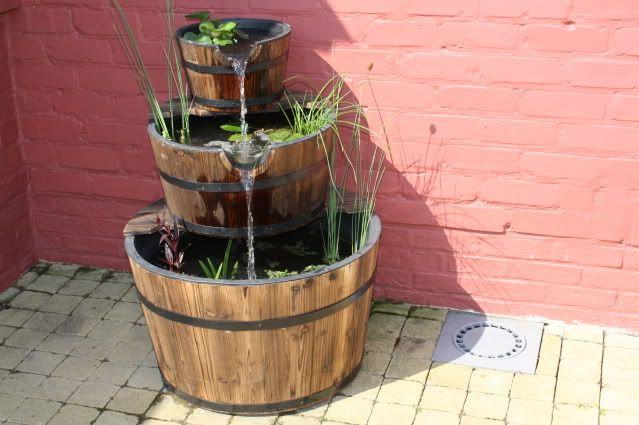 Mini waterval mini vijver pinterest mini vijver for Kleine tuinvijver