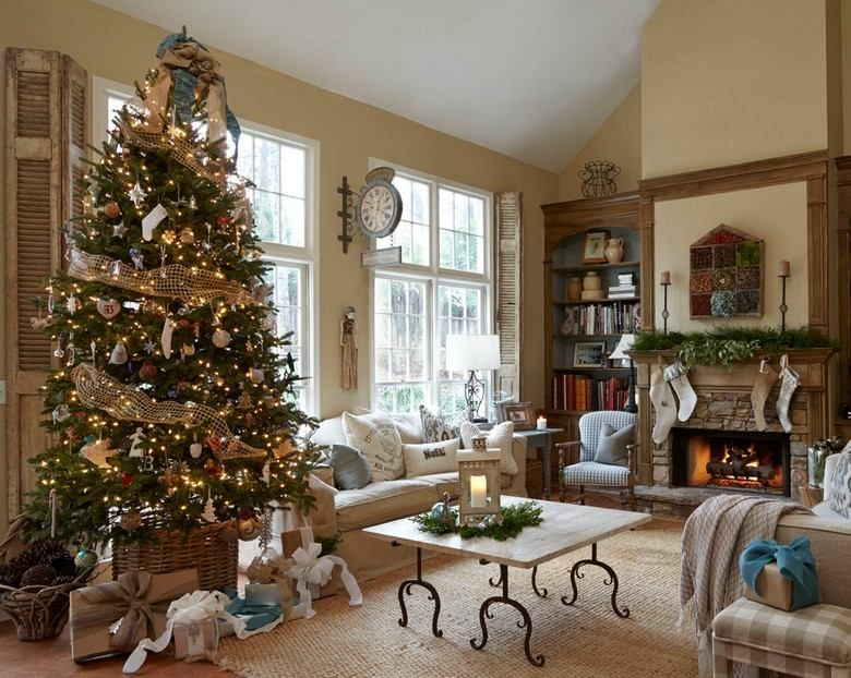 weihnachtsdeko im landhausstil - weihnachtsbaum mit traditionellem,