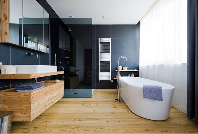 20 Beautiful Master Bathrooms With Wood Floors
