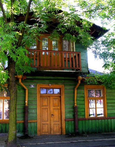 Green with natural wood trim outdoor spaces pinterest natural wood trim wood trim and woods - Houses woods nature integrated ...