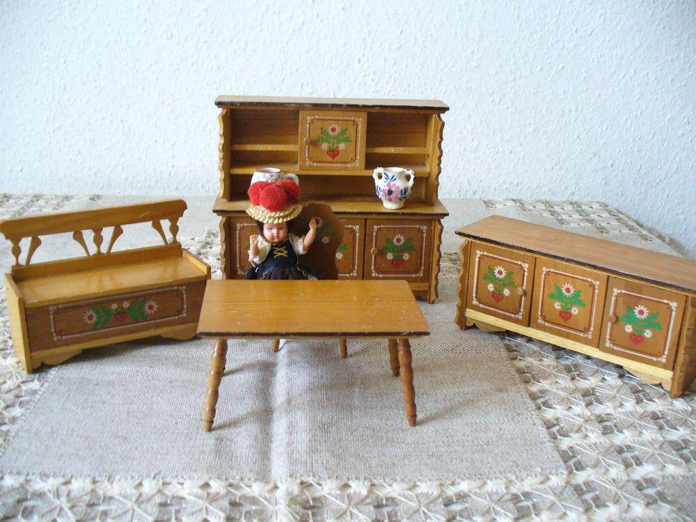 Alte Bauernstube Bauernmöbel Truhe aufklappbar Puppe