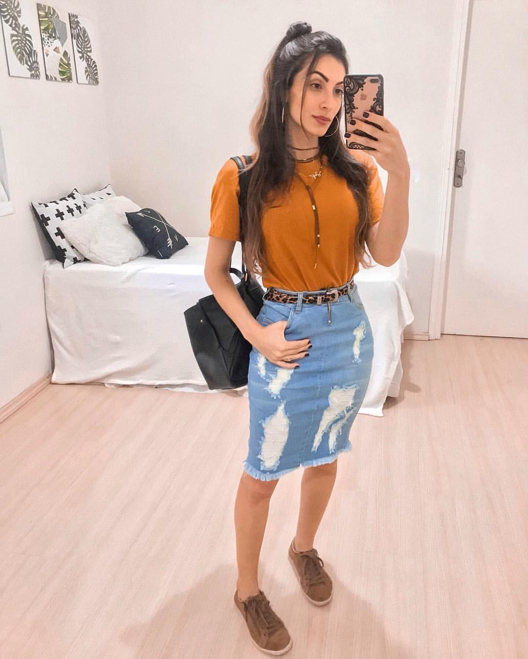 """1b60e5cd2996 JAQ JACOB ⚡️ MODEST STYLE no Instagram: """"saia jeans + camisa mostarda +  cinto de onça + tênis marrom + mochila"""""""