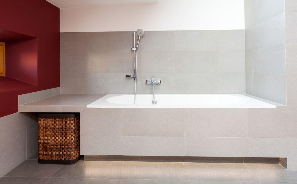 Kleine Badkamer Tegels : Berging in een kleine badkamer en lichtee voegen dan tegels mooi