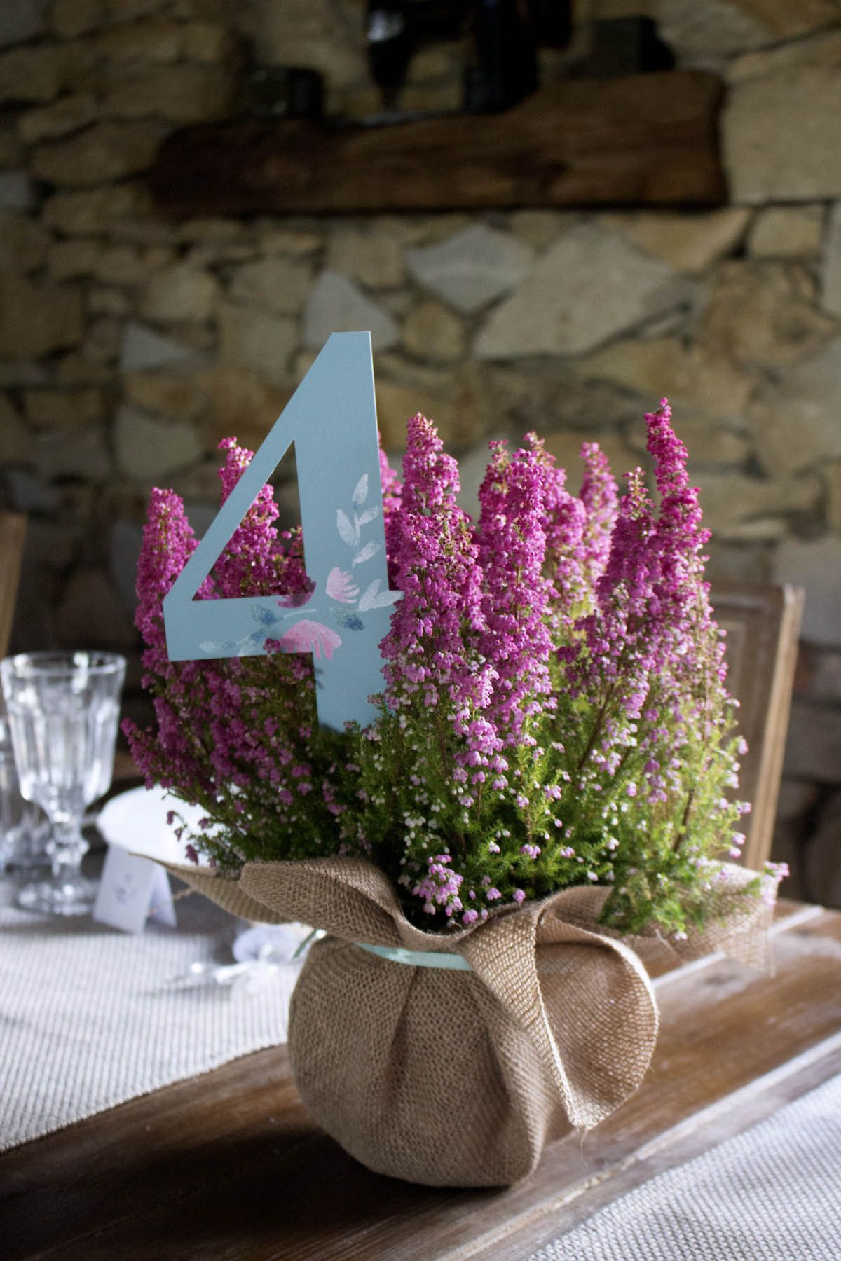 Minwedding Restauracja Za Murem Poznan Dekoracje Kwiaty Slub Rocznica Wesele Dodatki Numery Stolow Wrzosy Thistle Wedding Flowers Thistle Wedding Wedding Deco