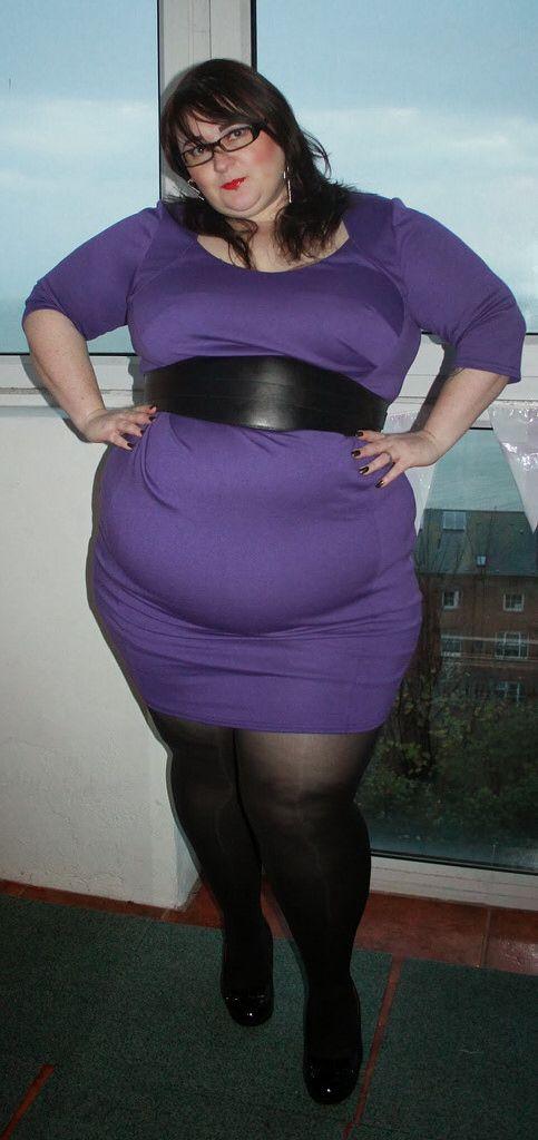 Big belly ssbbw in leggings