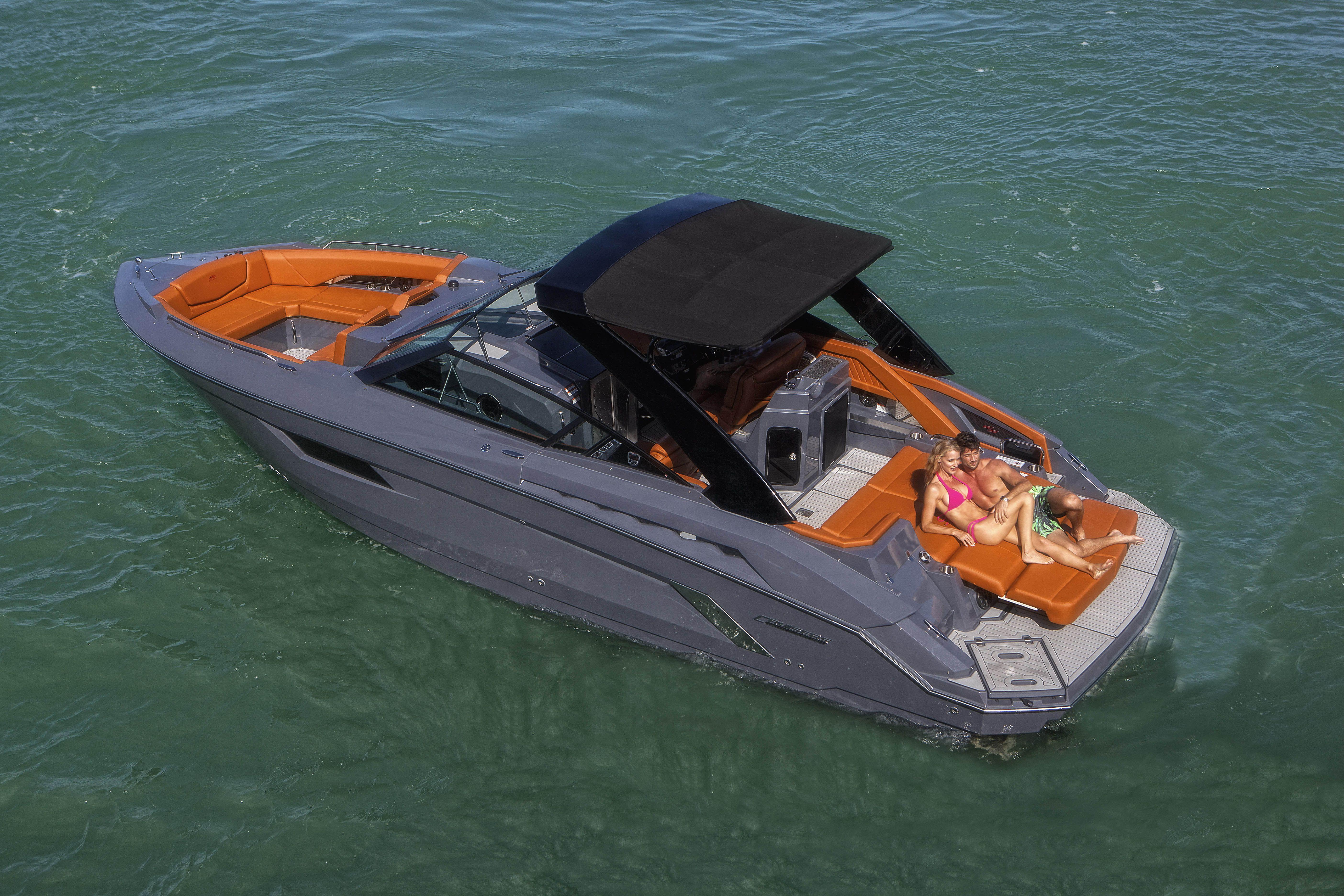 Cruisers 328 Bowrider South Beach Edition Yachts Boats Watercraft