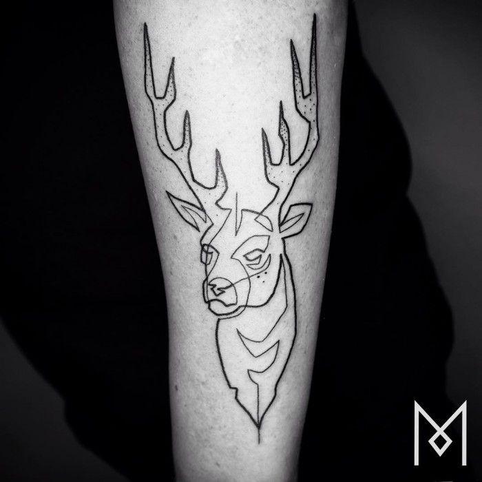 Mo Ganji est un tatoueur qui crée des oeuvres originales à partir… d'un trait unique et continu : c'est impressionnant !
