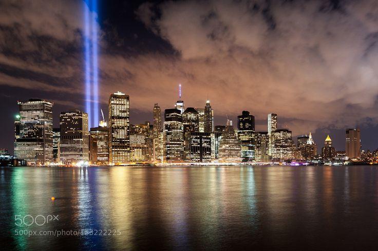 Tribute In Light New York Pinned By Mak Khalaf Tribute In Light - Two beams light new yorks skyline beautiful tribute 911