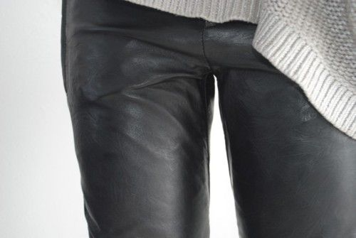 Leather and wool / Couro e lã.