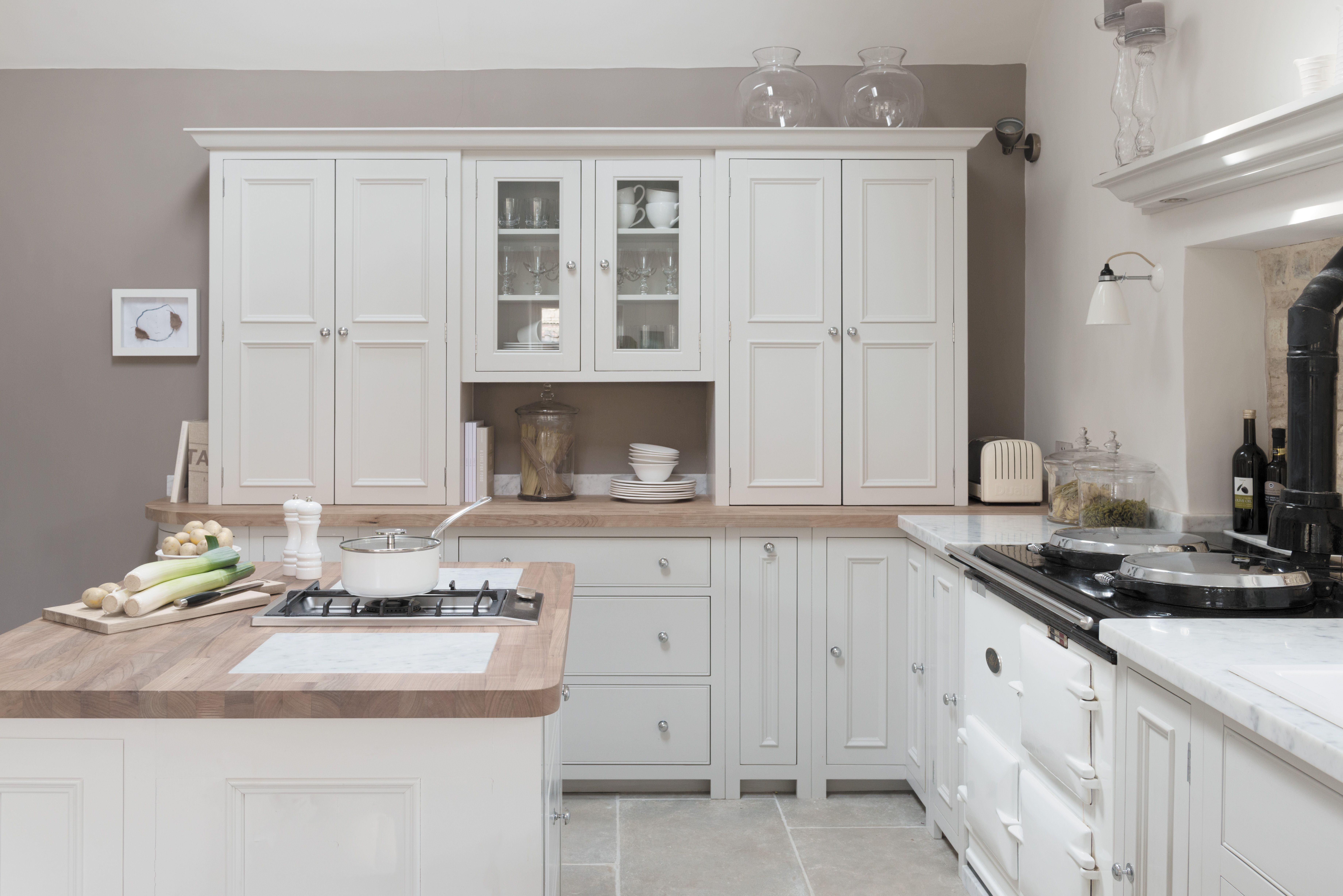 Cuisine Neptune Classic Neptune Chichester Cabinetry Gives A Nod To The Building S