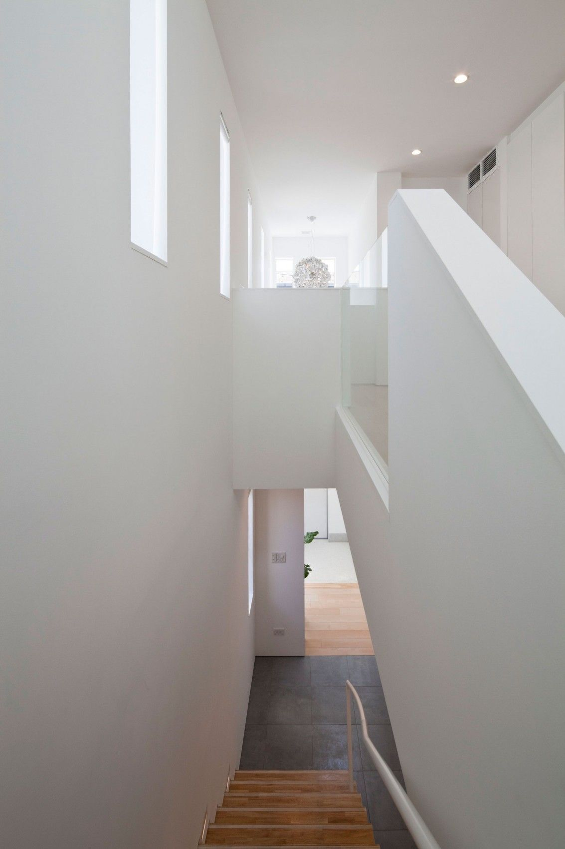 home interior design stairs%0A Captivating Modern House Design Idea  Striking Staircse Design Made From  Wood With Metal Handle At Modern Zen Design House Hallway Applied W