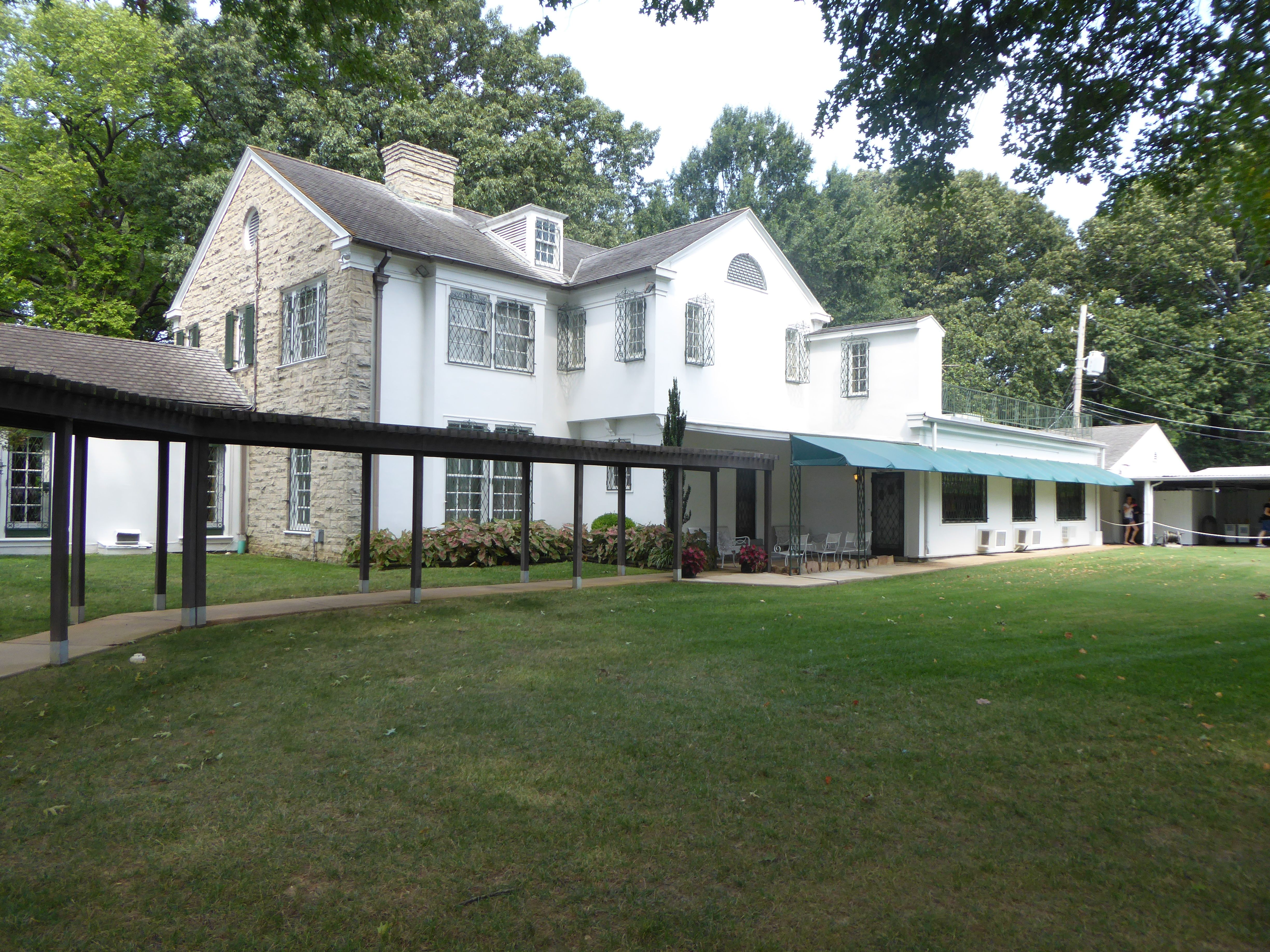 back of graceland elvis graceland in 2019 graceland elvis elvis rh pinterest com