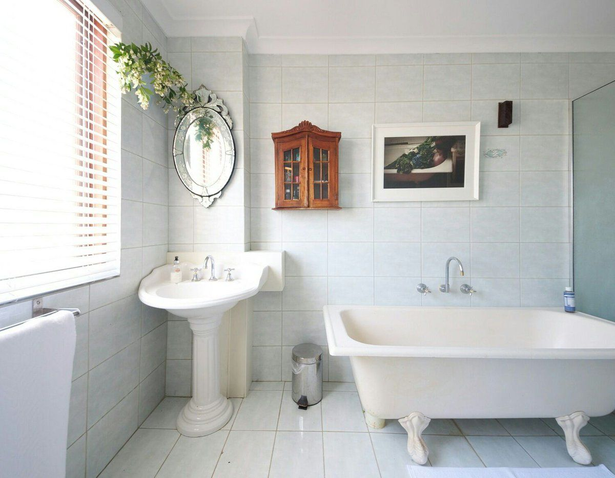 7 Ways to Organize a Bathroom Without