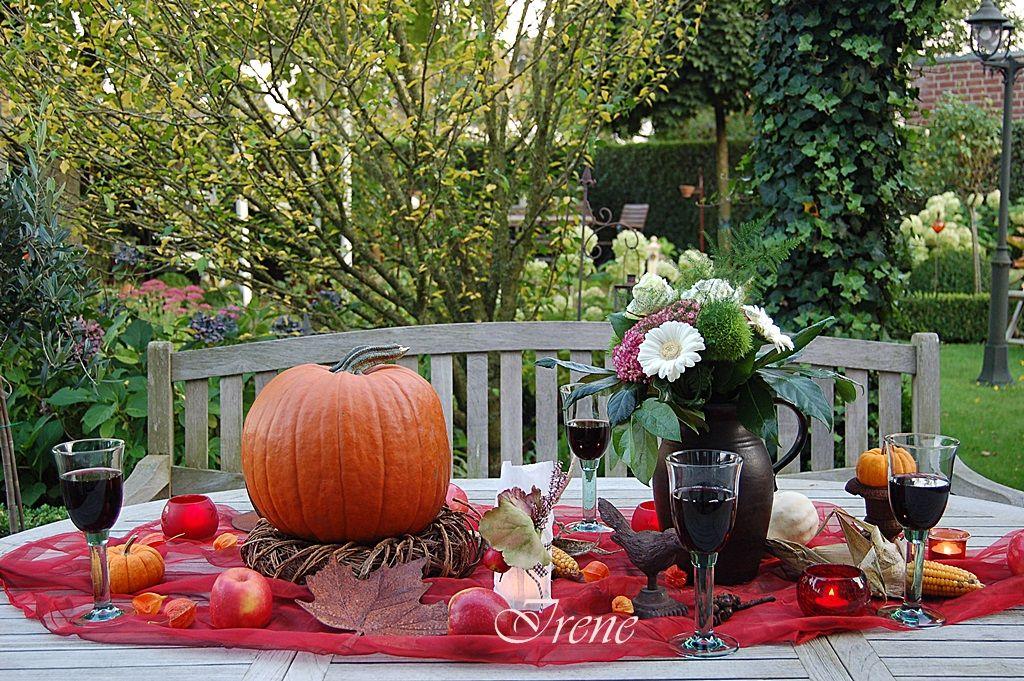 Herbstlich Gedeckter Gartentisch Dekoration Gartentisch Tisch