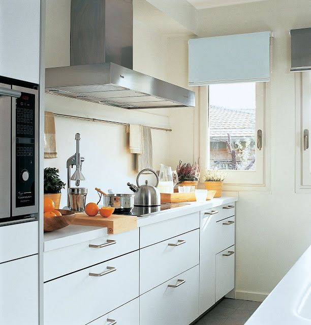 Virlova interiorismo: [decotips] Â¿una cocina larga y estrecha? no ...