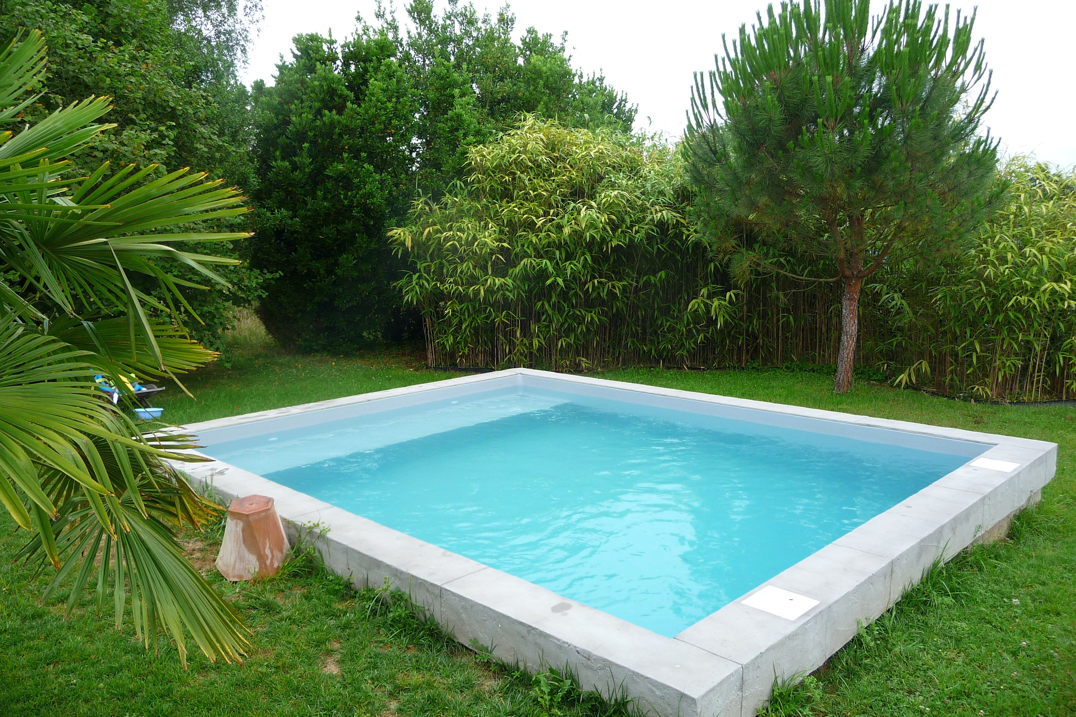 petite piscine bassin liner couleur gris clair piscines pinterest swimming pools small. Black Bedroom Furniture Sets. Home Design Ideas