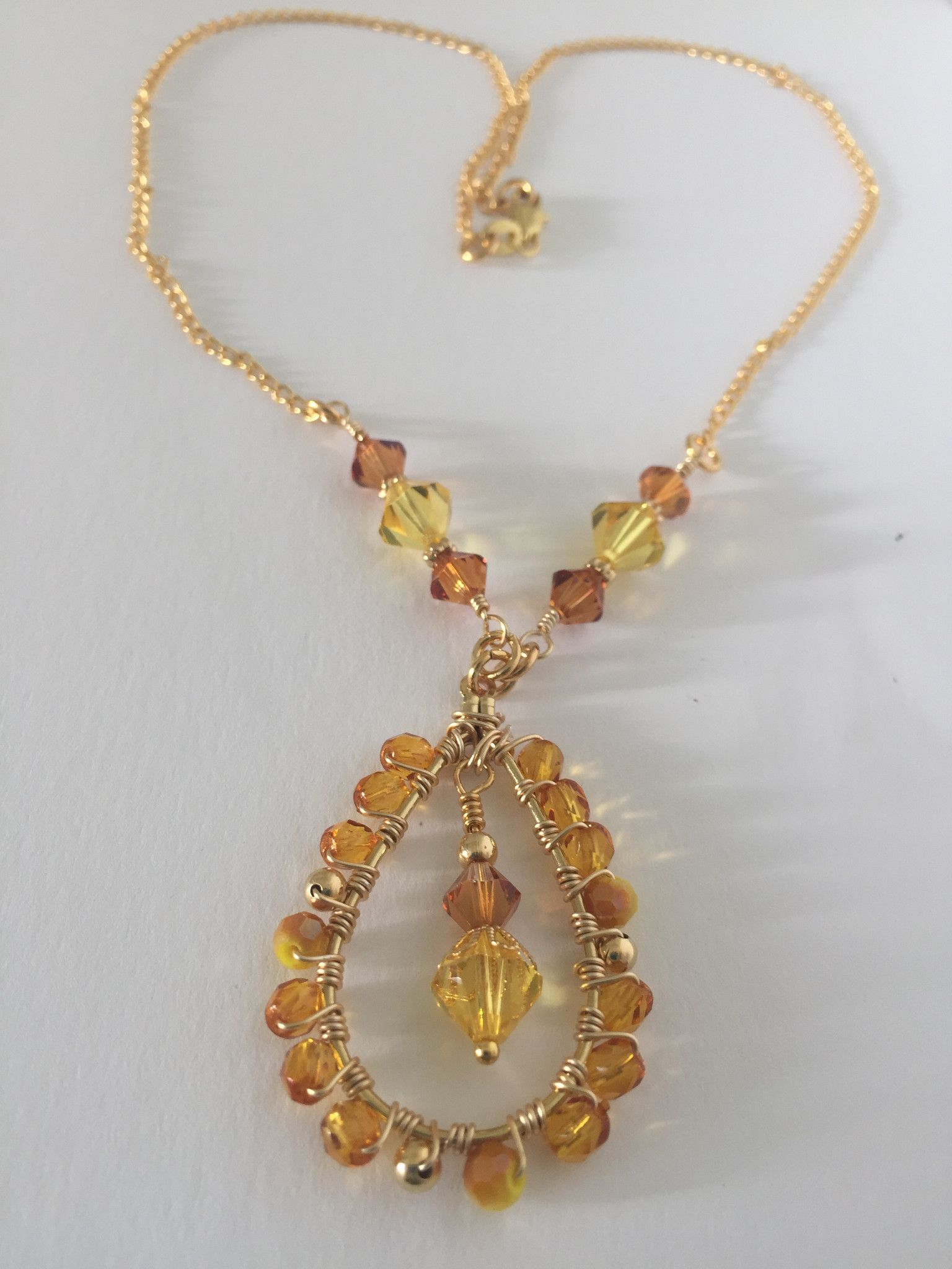 Wire wrapping necklace a perfect combination of yellow 6mm and 4mm Swarovski crystal, 6mm and 4mm yellow Swarovski, using a wire wrapping technique for the pendant and for the finish a 18k gold plated
