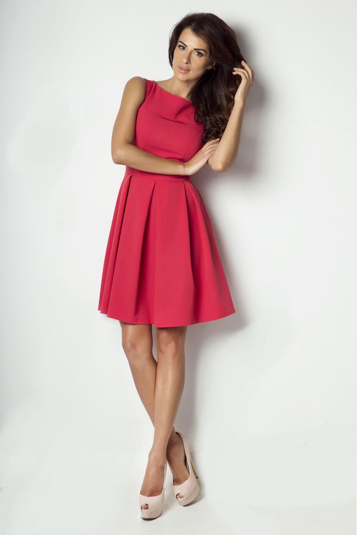 c6b90121c Wyjątkowa sukienka z kolorze różu malinowego. Sukienka w kontrafałdy, lekko  rozkloszowana. Wykorzystasz ją