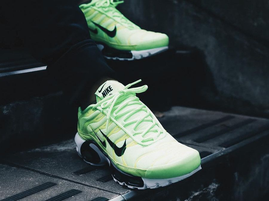 814952054f Nike Air Max Plus Tuned 1 fluo Blast Lime (2018) | Wardrobe needs in ...
